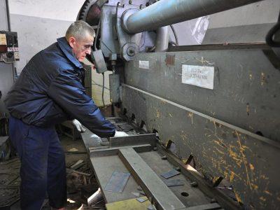 Гильотина для резки металла в Новосибирске по низким ценам. Резка металла Новосибирск быстро и качественно.